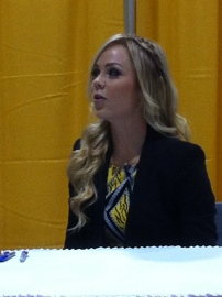 Laura Vandervoort at her autograph table