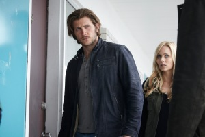 Clay (Greyston Holt) and Elena (Laura Vandervoort) investigate