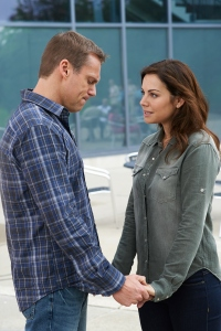 Michael-Shanks-as-Charlie-and-Erica-Durance-as-Alex-in-CTVs-SAVING-HOPE-S2-Eps-211