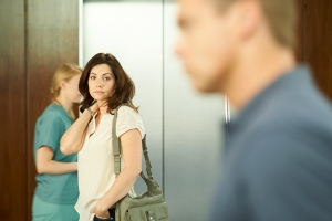 Alex (Erica Durance) sees Charlie (Michael Shanks)
