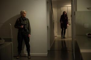 Garza (Luvia Petersen) waiting for Kiera (Rachel Nichols) to come home