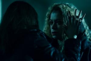 Sarah and Helena (both played by Tatiana Maslany)