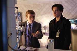 Alec (Erik Knudsen) showing something to Julian (Richard Harmon)