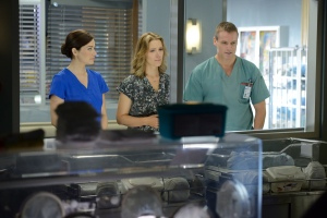 Alex (Erica Durance) and Charlie (Michael Shanks