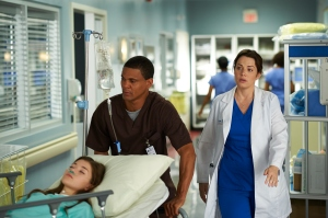 Erica Durance as Dr. Alex Reid with the patient of the week