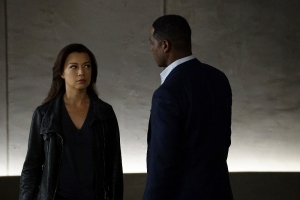"""MARVEL'S AGENTS OF S.H.I.E.L.D. - """"Chaos Theory"""" - As Daisy and the team fight to protect Inhumans, S.H.I.E.L.D. discovers the shocking truth about one of their biggest foes. Meanwhile, Fitz helps Simmons recover information that could lead them back through the portal, on """"Marvel's Agents of S.H.I.E.L.D.,"""" TUESDAY, NOVEMBER 10 (9:00-10:00 p.m., ET) on the ABC Television Network. (ABC/Byron Cohen) MING-NA WEN, BLAIR UNDERWOOD"""