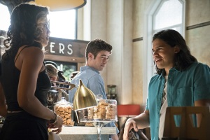 "The Flash -- ""The Darkness and the Light"" -- Image FLA205A_0044b.jpg -- Pictured (L-R): Ciara Renee as Kendra Saunders, Grant Gustin as Barry Allen and Carlos Valdes as Cisco Ramon   -- Photo: Katie Yu/The CW -- © 2015 The CW Network, LLC. All rights reserved."
