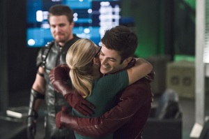 "The Flash -- ""Legends of Today"" -- Image FLA208B_0036b.jpg -- Pictured (L-R): Stephen Amell as Oliver Queen, Emily Bett Rickards as Felicity Smoak and Grant Gustin as Barry Allen -- Photo: Cate Cameron/The CW -- © 2015 The CW Network, LLC. All rights reserved."