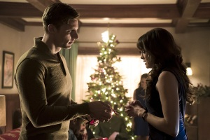 "The Flash -- ""Running to Stand Still"" -- Image: FLA209b_0131b.jpg -- Pictured (L-R): Teddy Sears as Jay Garrick and Danielle Panabaker as Caitlin Snow -- Photo: Katie Yu/The CW -- © 2015 The CW Network, LLC. All rights reserved."