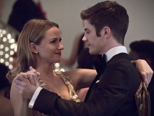 "The Flash -- ""Potential Energy"" -- Image FLA210b_0078b -- Pictured (L-R): Shantel Van Santen as Detective Patty Spivot and Grant Gustin as Barry Allen -- Photo: Katie Yu/The CW -- © 2016 The CW Network, LLC. All rights reserved."