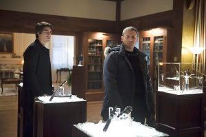 """DC's Legends of Tomorrow -- """"Pilot, Part 2"""" -- Image LGN102_20150922_0035b -- Pictured (L-R): Brandon Routh as Ray Palmer and Leonard Snart/Captain Cold -- Photo: Diyah Pera/The CW -- © 2015 The CW Network, LLC. All Rights Reserved."""