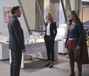 """Myriad"" -- Kara (Melissa Benoist, right) must find a way to free her friends when Non and Indigo use mind control to turn National City's citizens into their own army, on SUPERGIRL, Monday, April 11 (8:00-9:00 PM, ET/PT) on the CBS Television Network. Pictured left to right: Peter Facinelli, Calista Flockhart and Melissa Benoist Photo: Cliff Lipson/CBS ©2016 CBS Broadcasting, Inc. All Rights Reserved"