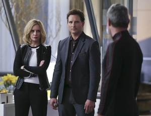 """Myriad"" -- Kara must find a way to free her friends when Non (Chris Vance, right) and Indigo use mind control to turn National City's citizens into their own army, on SUPERGIRL, Monday, April 11 (8:00-9:00 PM, ET/PT) on the CBS Television Network. Pictured left to right: Calista Flockhart, Peter Facinelli and Chris Vance Photo: Cliff Lipson/CBS ©2016 CBS Broadcasting, Inc. All Rights Reserved"