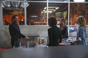"""Better Angels"" -- Supergirl is forced to do battle with an unexpected foe and must risk everything -- including her life -- to prevent Non and Indigo from destroying every person on the planet, on the first season finale of SUPERGIRL, Monday, April 18 (8:00-9:00 PM, ET/PT) on the CBS Television Network. Pictured left to right: Peter Facinelli, Chyler Leigh, Melissa Benoist and Helen Slater Photo: Cliff Lipson/CBS ©2016 CBS Broadcasting, Inc. All Rights Reserved"