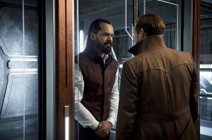 "DC's Legends of Tomorrow -- ""River of Time""-- Image LGN114a_0090b.jpg -- Pictured (L-R): Casper Crump as Vandal Savage and Arthur Darvill as Rip Hunter -- Photo: Diyah Pera/The CW -- © 2016 The CW Network, LLC. All Rights Reserved."