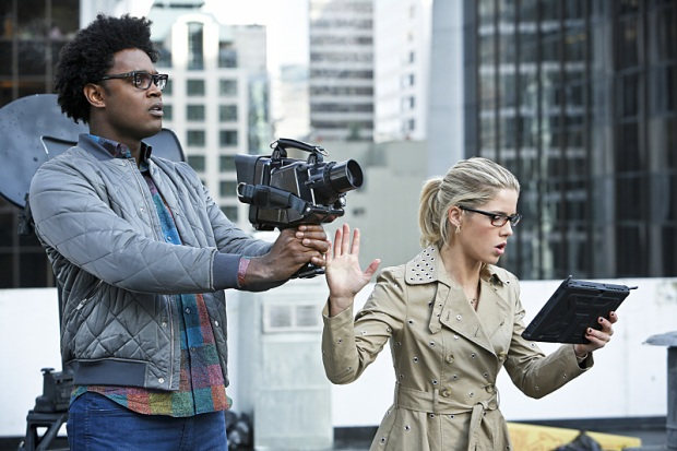 "Arrow -- ""Schism"" -- Image AR423a_0069b.jpg -- Pictured (L-R): Echo Kellum as Curtis Holt and Emily Bett Rickards as Felicity Smoak -- Photo: Bettina Strauss/The CW -- © 2016 The CW Network, LLC. All Rights Reserved."