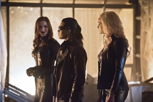 """The Flash -- """"Invincible"""" -- Image: FLA222a_0039b.jpg -- Pictured (L-R): Katie Cassidy as Black Siren, Carlos Valdes as Reverb and Danielle Panabaker as Killer Frost -- Photo: Dean Buscher/The CW -- © 2016 The CW Network, LLC. All rights reserved."""