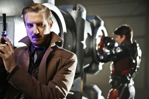 """DC's Legends of Tomorrow -- """"Destiny""""-- Image LGN115b_0071b.jpg -- Pictured (L-R): Arthur Darvill as Rip Hunter and Brandon Routh as Ray Palmer/Atom -- Photo: Bettina Strauss/The CW -- © 2016 The CW Network, LLC. All Rights Reserved."""