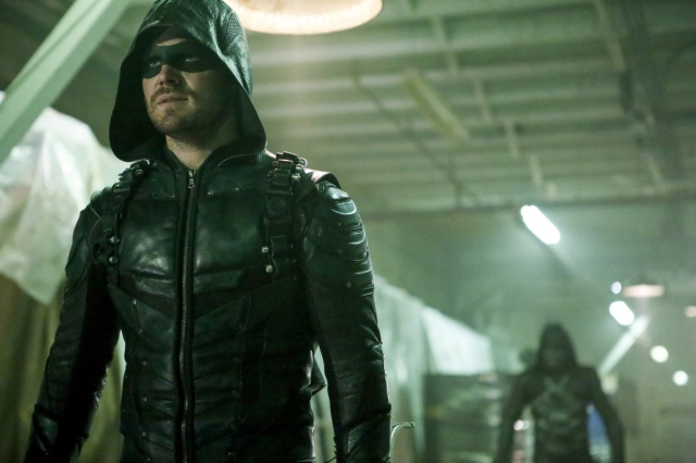 """Arrow -- """"Who Are You?"""" -- Image AR510b_0041b.jpg -- Pictured: Stephen Amell as Green Arrow -- Photo: Bettina Strauss/The CW -- © 2016 The CW Network, LLC. All Rights Reserved."""