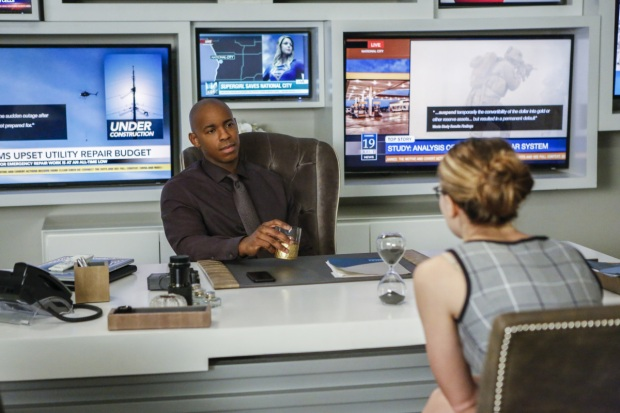 "Supergirl -- ""We Can Be Heroes"" -- SPG210b_0003.jpg -- Pictured (L-R): Mehcad Brooks as James Olsen and Melissa Benoist as Kara/Supergirl -- Photo: Bettina Strauss /The CW -- © 2017 The CW Network, LLC. All Rights Reserved"