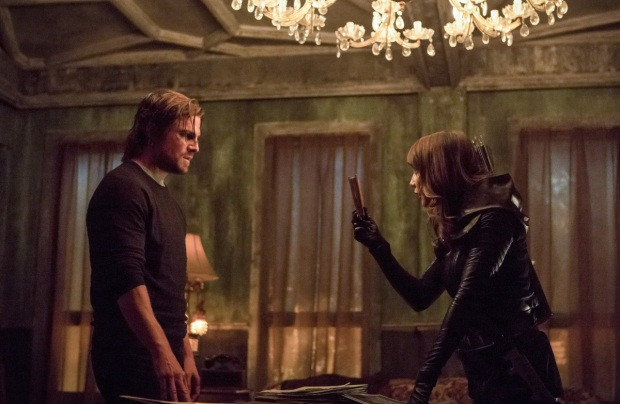 "Arrow -- ""Second Chances"" -- Image AR511a_0159b.jpg -- Pictured (L-R): Stephen Amell as Oliver Queen and Lexa Doig as Talia al Ghul -- Photo: Michael Courtney/The CW -- © 2017 The CW Network, LLC. All Rights Reserved."
