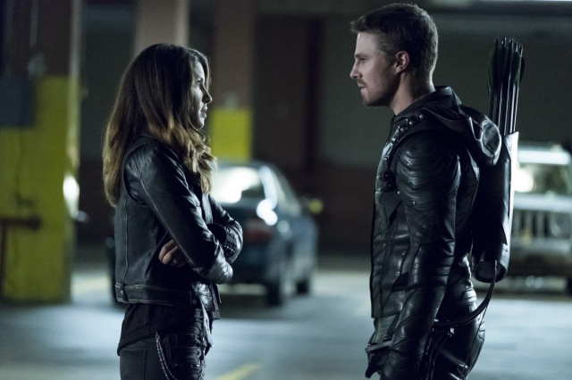 """Arrow -- """"Second Chances"""" -- Image AR511b_0053b.jpg -- Pictured (L-R): Juliana Harkavy as Tina Boland and Stephen Amell as Oliver Queen -- Photo: Katie Yu/The CW -- © 2017 The CW Network, LLC. All Rights Reserved."""