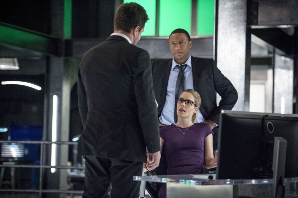 """Arrow -- """"Bratva"""" -- Image AR512a_0212b.jpg -- Pictured (L-R): Stephen Amell as Oliver Queen, David Ramsey as John Diggle, and Emily Bett Rickards as Felicity Smoak -- Photo: Cate Cameron/The CW -- © 2017 The CW Network, LLC. All Rights Reserved."""