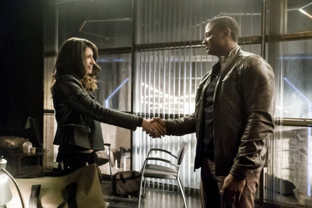 """Arrow -- """"Spectre of the Gun"""" -- Image AR513b_0121b.jpg -- Pictured (L-R): Juliana Harkavy as Tina Boland and David Ramsey as John Diggle -- Photo: Katie Yu/The CW -- © 2017 The CW Network, LLC. All Rights Reserved."""