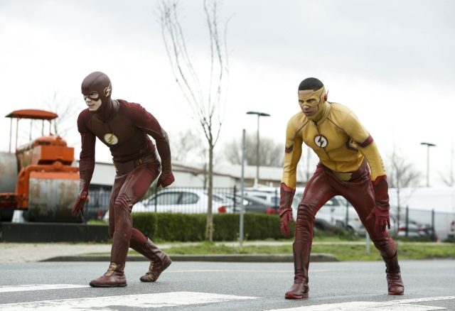 """The Flash -- """" Untouchable"""" -- FLA312b_0024b.jpg -- Pictured (L-R):  Grant Gustin as The Flash and Keiynan Lonsdale as Kid Flash -- Photo: Bettina Strauss/The CW -- © 2017 The CW Network, LLC. All rights reserved."""