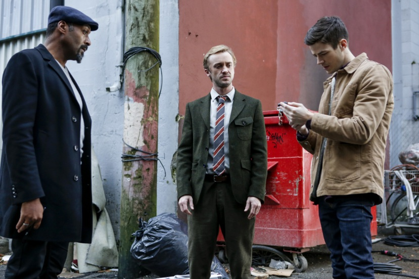 "The Flash -- "" Untouchable"" -- FLA312b_0215b.jpg -- Pictured (L-R): Jesse L. Martin as Detective Joe West, Tom Felton as Julian Albert  and Grant Gustin as Barry Allen -- Photo: Bettina Strauss/The CW -- © 2017 The CW Network, LLC. All rights reserved."