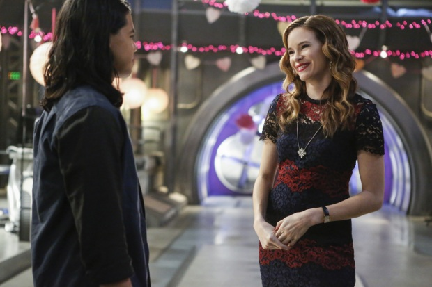 "The Flash -- ""Attack on Central City"" -- FLA314b_0091b.jpg -- Pictured (L-R): Carlos Valdes as Cisco Ramon and Danielle Panabaker as Caitlin Snow -- Photo: Bettina Strauss/The CW -- © 2017 The CW Network, LLC. All rights reserved."