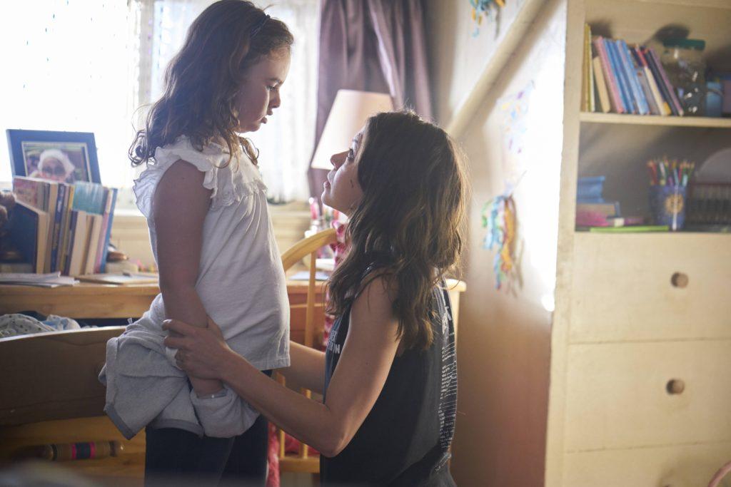 Kira (Skyler Wexler) and Sarah (TatianaMaslany)